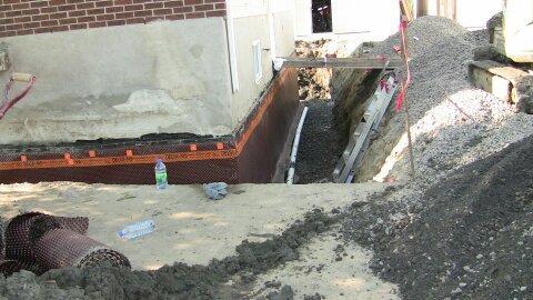 Remplissement du trou ( Réparation de fissure de fondation intérieur et extérieur à Mascouche ) - Alain Fissure à Mascouche